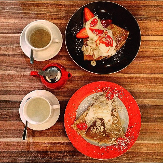 Couple of sweet crepes and tea 😍😍 Thanks to 📷 @missrunwayfoodie  Come join us at our warm & cosy Creperie 😉 #brunswickstreet #crepes #ruedecreperie #cosy #warm #cute #dessertmelbourne #melbournecafe #melbournefood #breakfastinmelbourne #harneyandsons #fitzroy