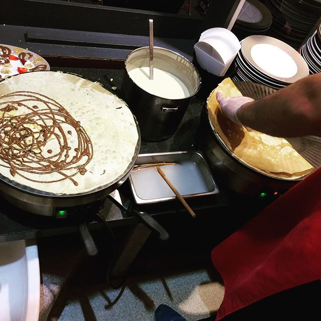 Chilly Friday night ❄️❄️ Who's up for some takeaway crepes?? 😋😋 #dessert #melbournefood #melbournecafe #crepes #nutella #ruedecreperie #fitzroy