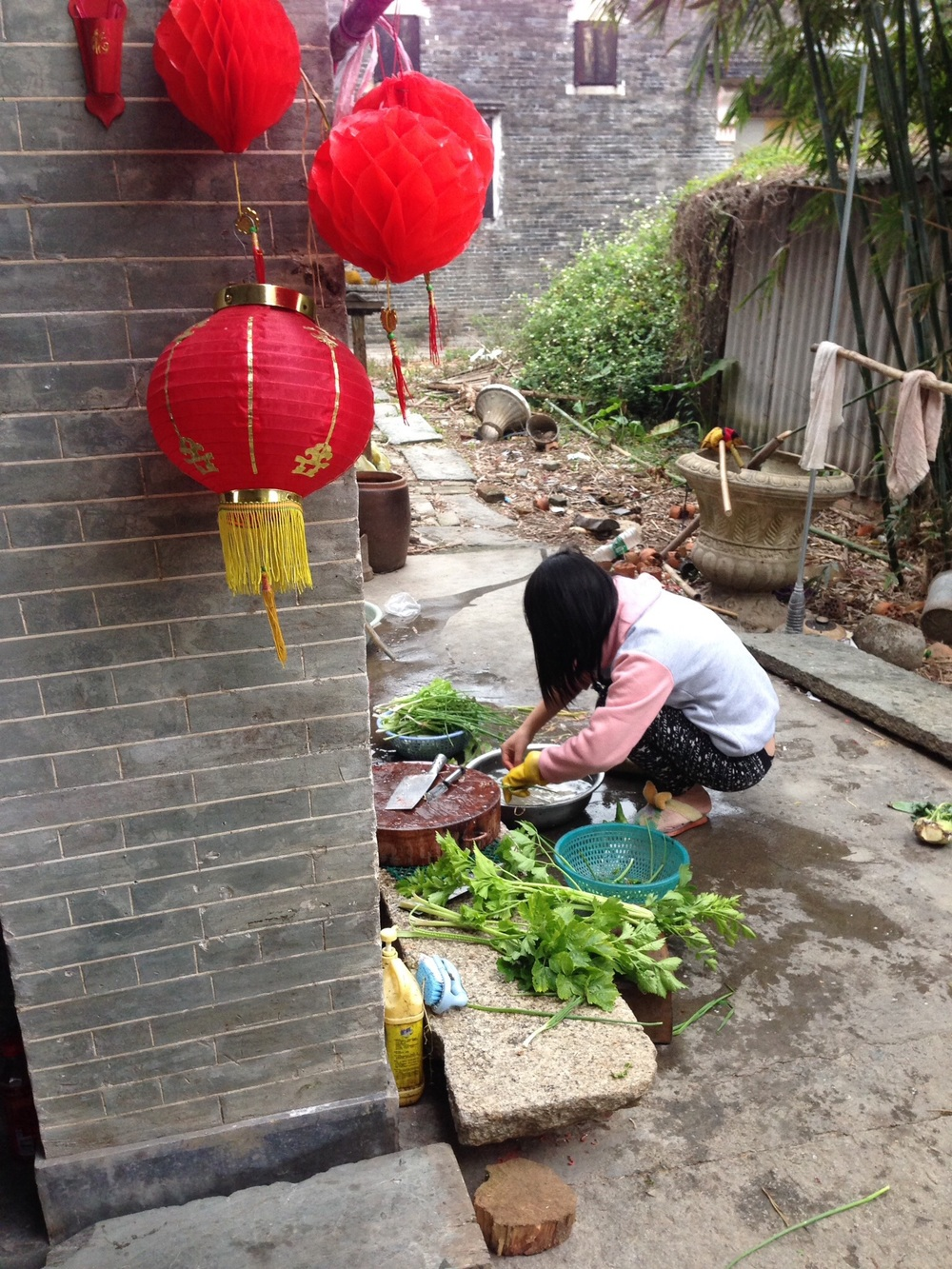Local Kaiping resident preparing lunch