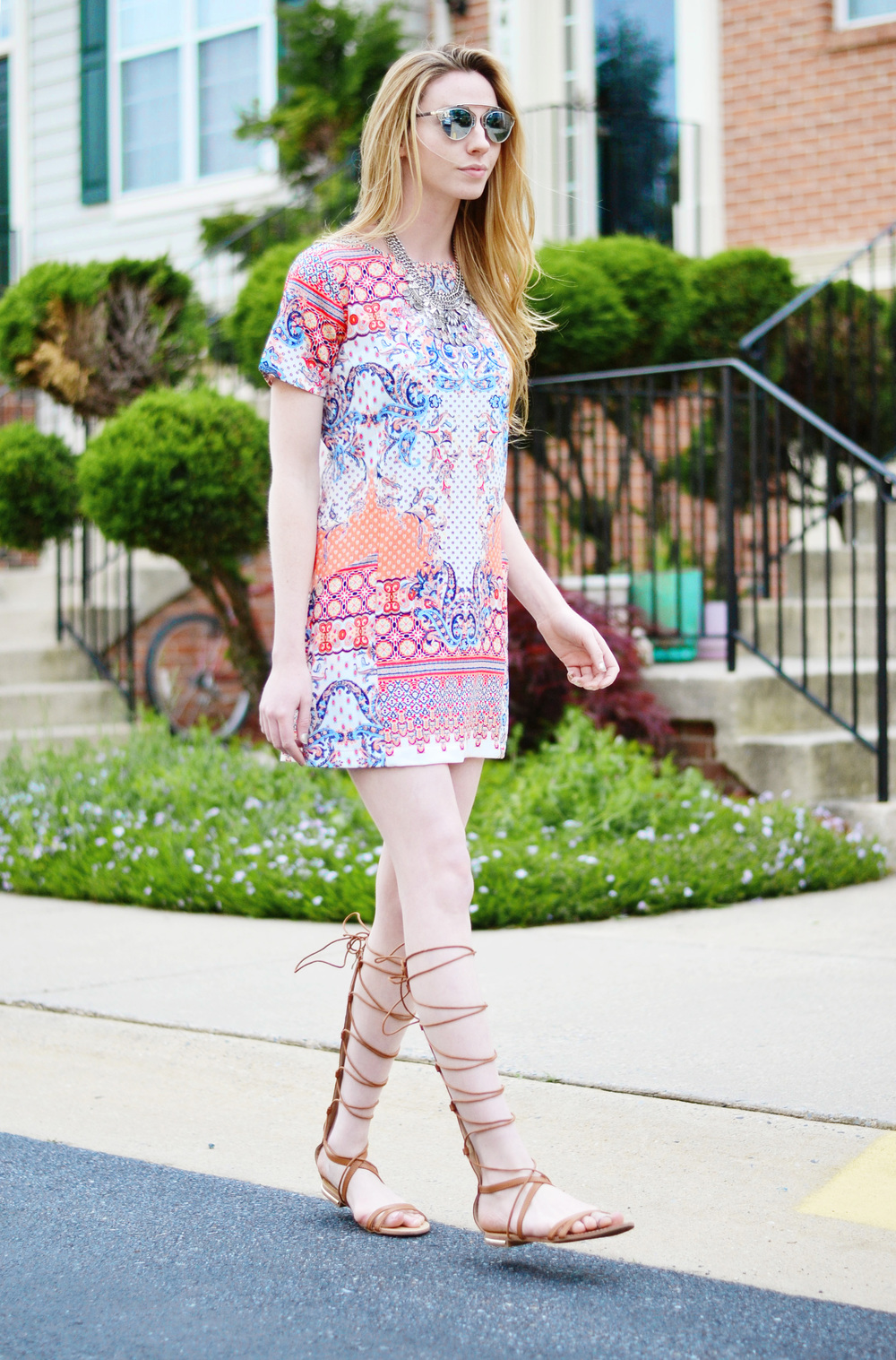 Colorful Summer Shift Dress (via Chic Now)