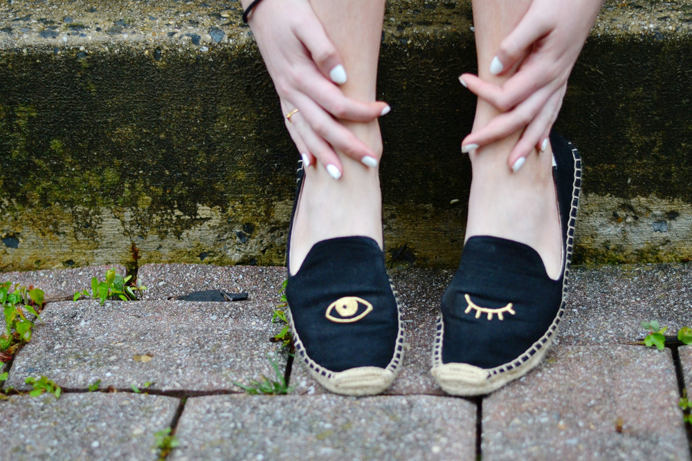 Blogger Soludos Wink Shoes (via Chic Now)