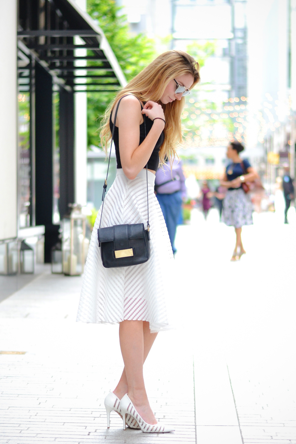 Blogger White Midi Skirt (via Chic Now)