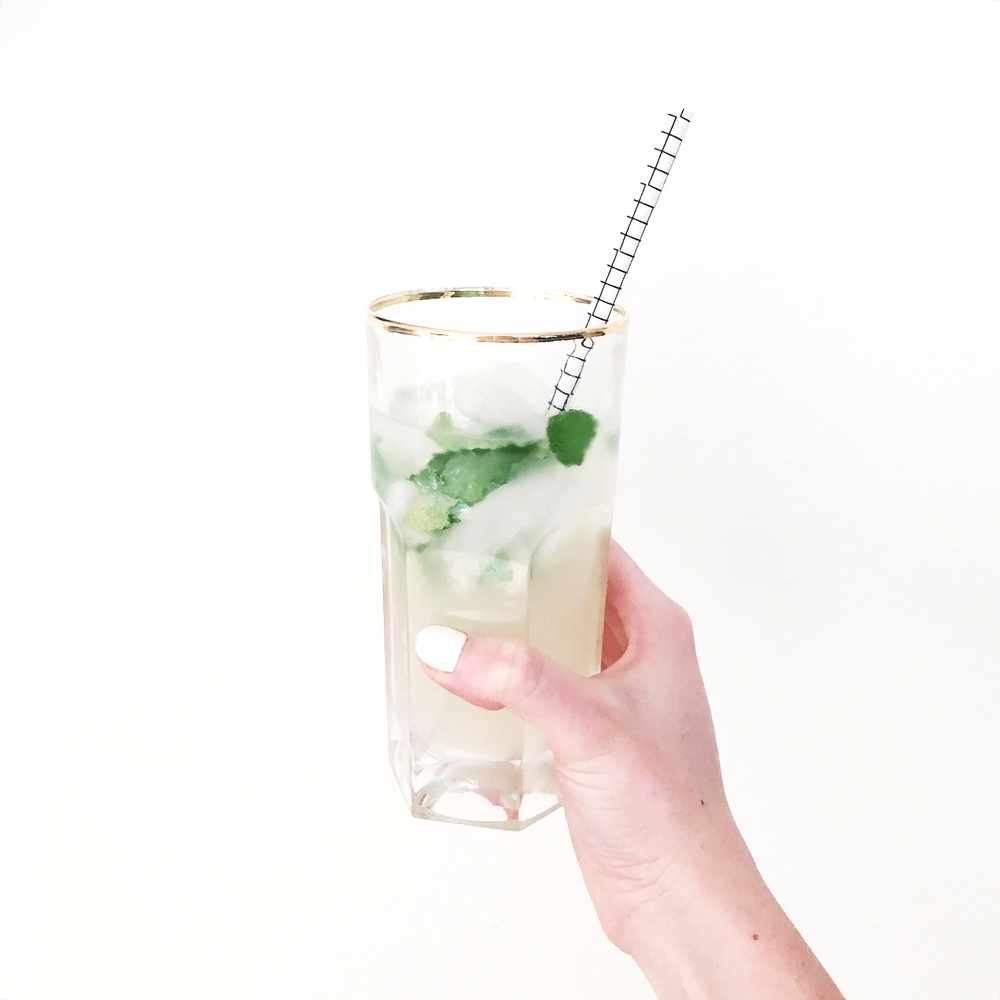 Easy Best Mojito Recipe (via Chic Now)