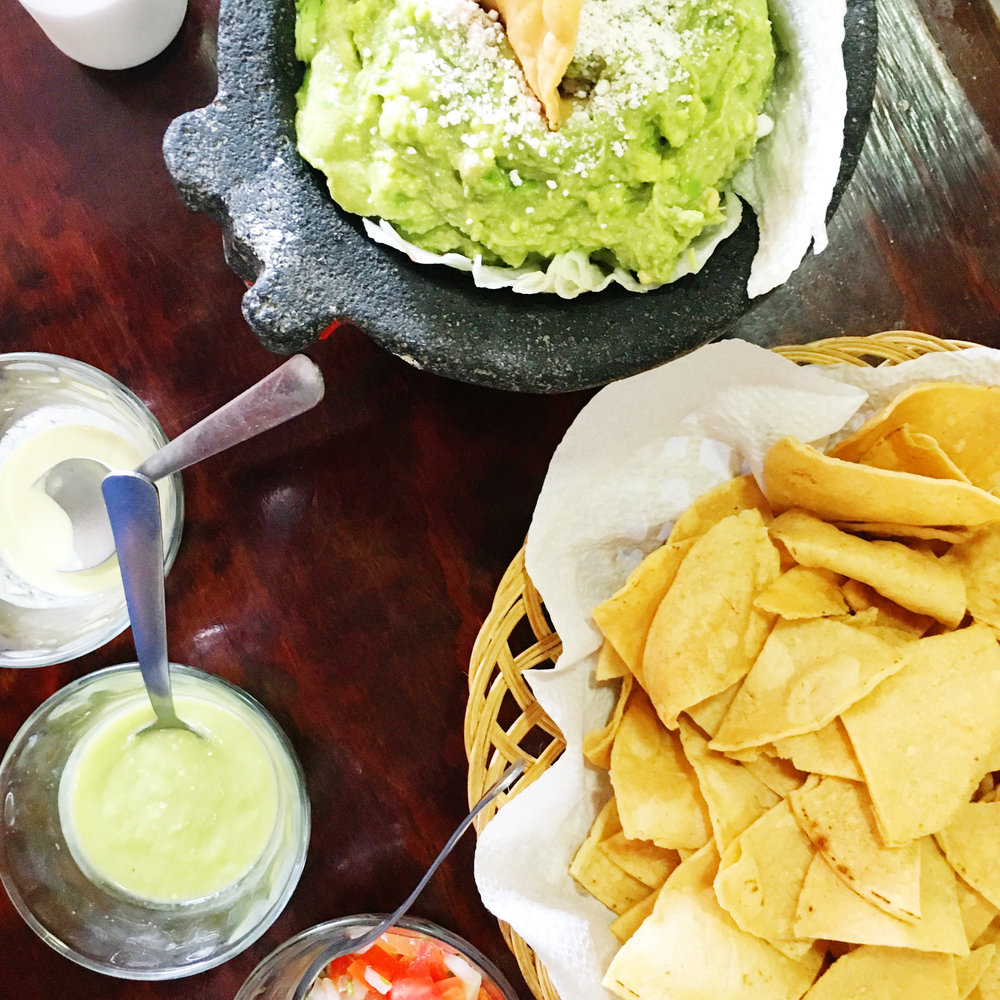 Fresh chips & guacamole (via Chic Now)
