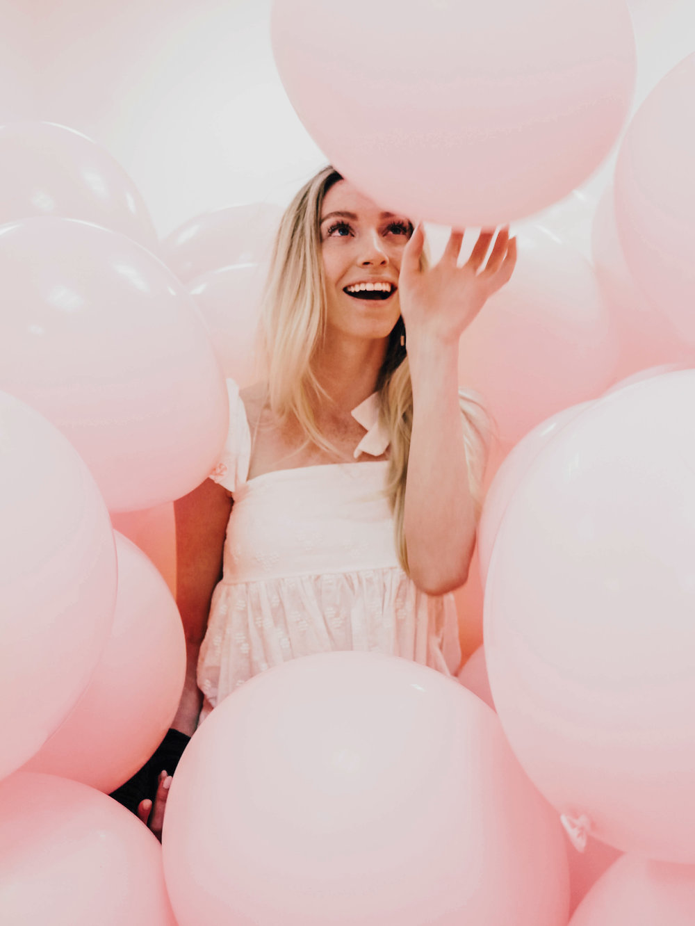 Pink Balloon Room | @maevestier
