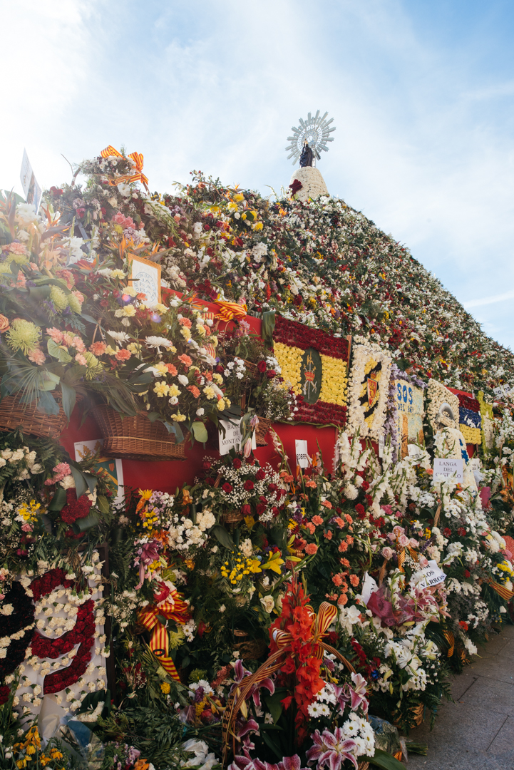 The Offering of Flowers is one of the high points of the festival where people offer flowers to demonstrate their devotion to the Virgin Mary.