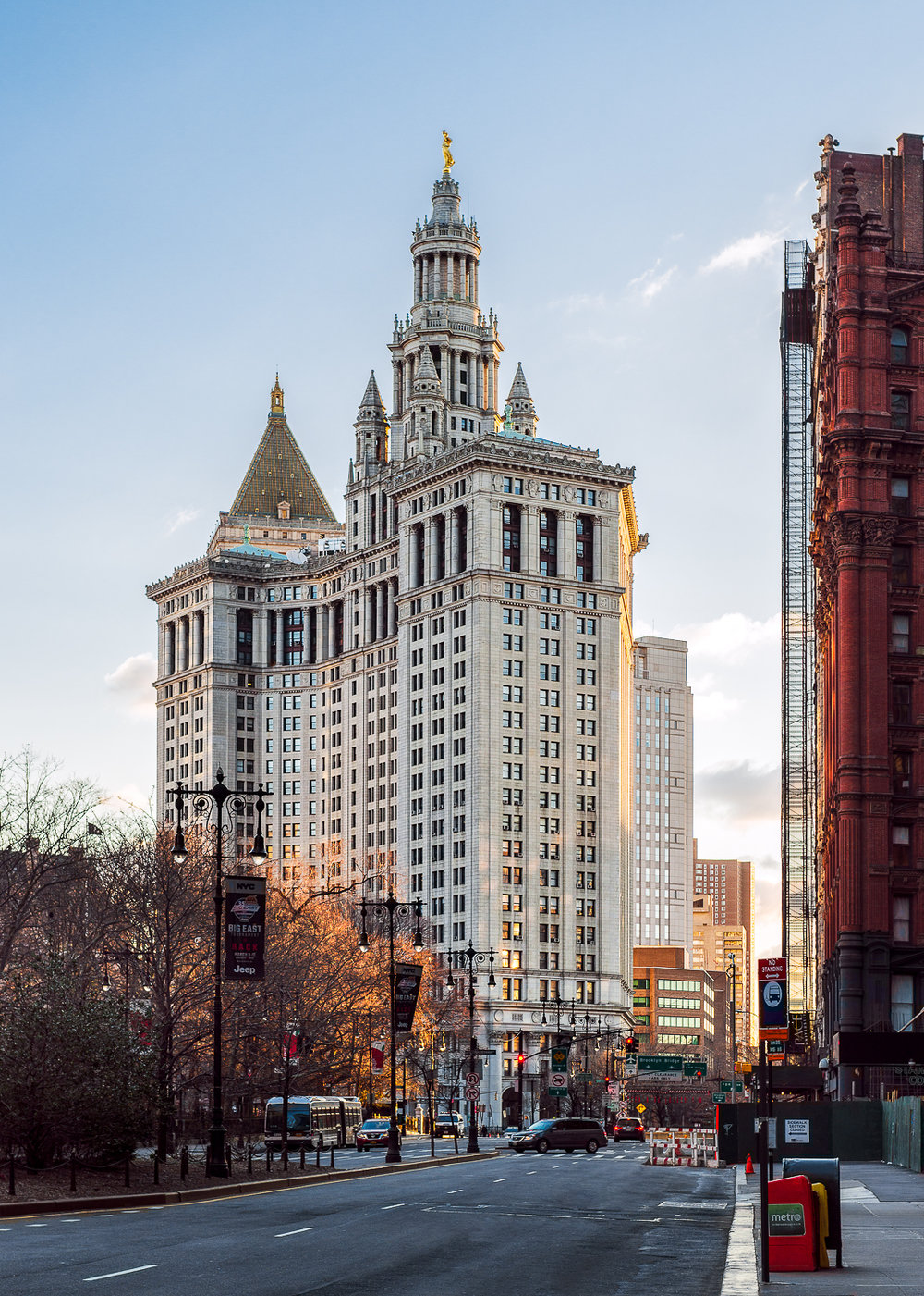 Manhattan Municipal Building was built from 1907-1914 by William M. Kendall to accommodate the growing governmental office space needed to hold nearly 2000 government workers. It is one of the largest governmental buildings in the world.