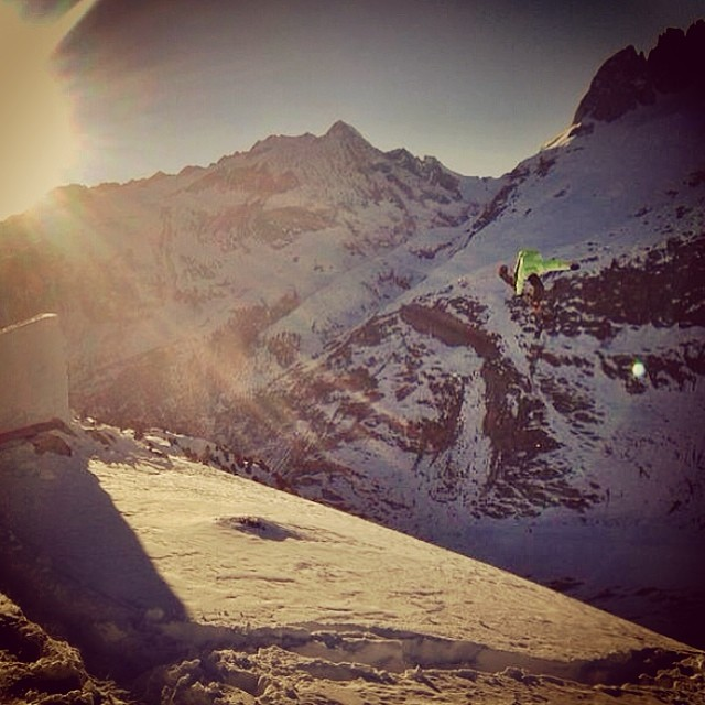 crew wallis found the last pow landing. here you see @leviluggen getting the shot right before the sun sets. @aurelanthamatten behind the phone. #sunset #jump #wallis #landscape #glacier #hashtag #gugus #lozio