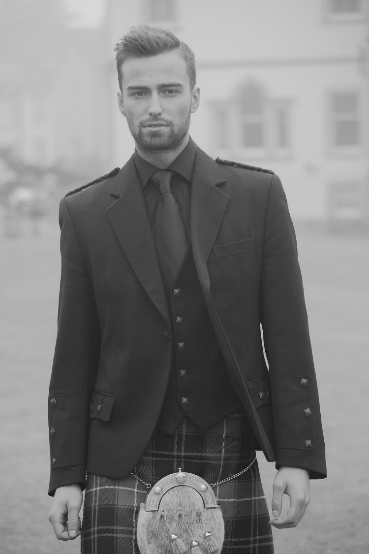 groom wearing kilt.jpg