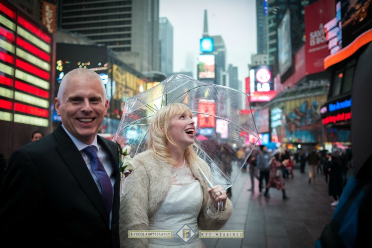 raining-new-york-wedding-couple.jpg