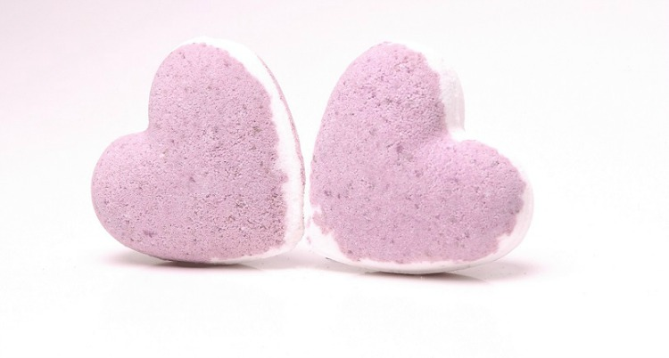 Black-raspberry-&-Vanilla-Bath-Bomb-Hearts.jpg
