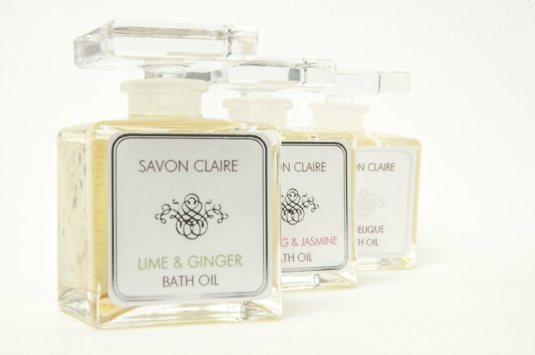 bath-oil-wedding-favours.jpg