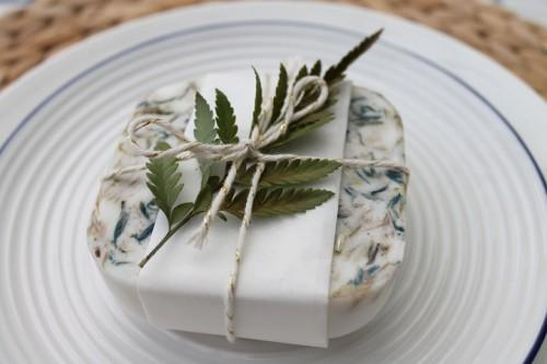 all-natural-diy-herb-soaps-as-wedding-favors-weddingomania-890-int.jpg
