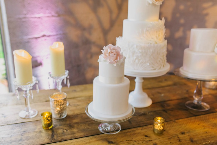 white-wedding-cake-with-pink-flower.jpg