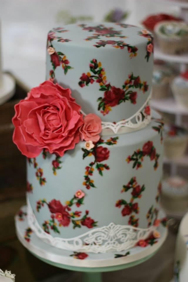 hand-painted-vintage-style-wedding-cake.jpg