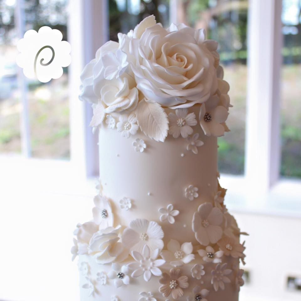 icing-flowers-wedding-cake.jpg