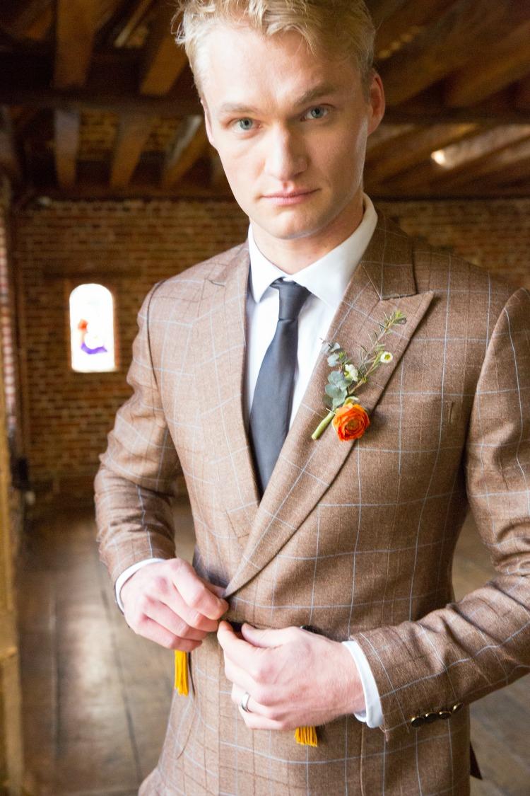 Fall wedding groom.jpg