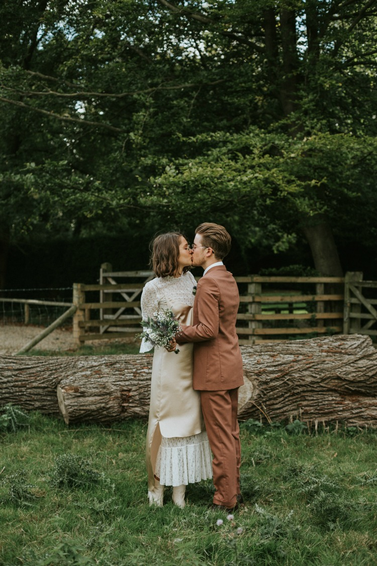 rustic wedding kiss.jpg