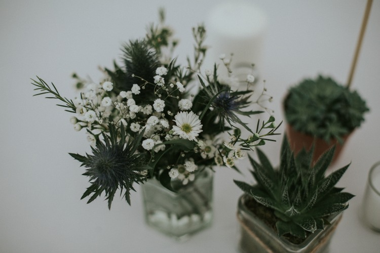 Rustic wedding daisys.jpg
