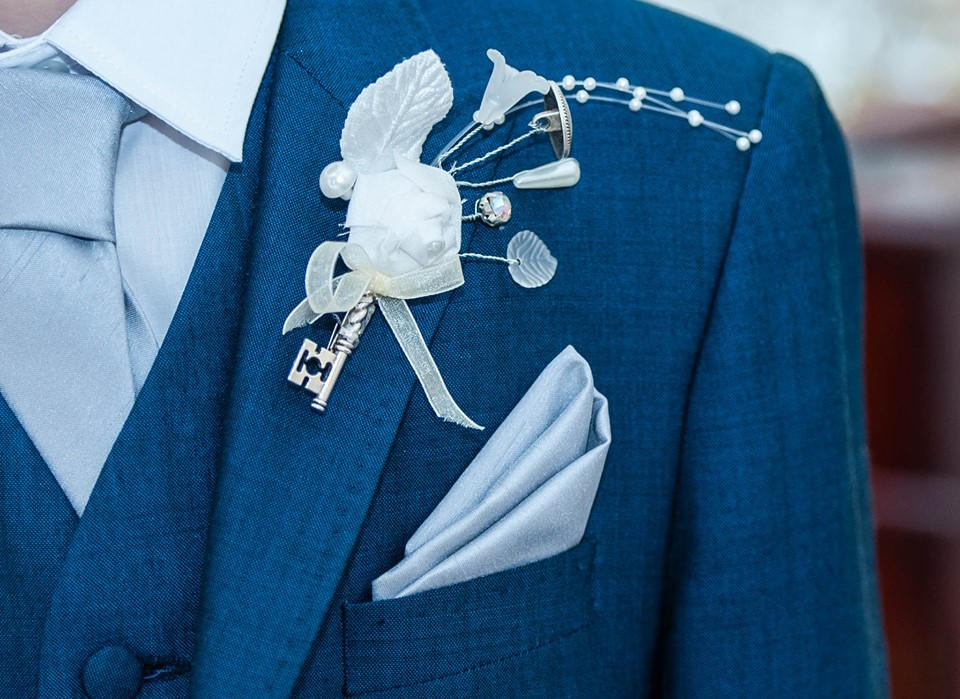 Vintage country wedding groom buttonhole.jpg