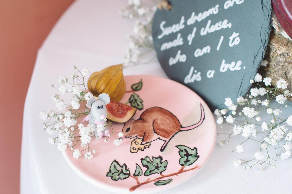 alice in wonderland wedding cake.JPG