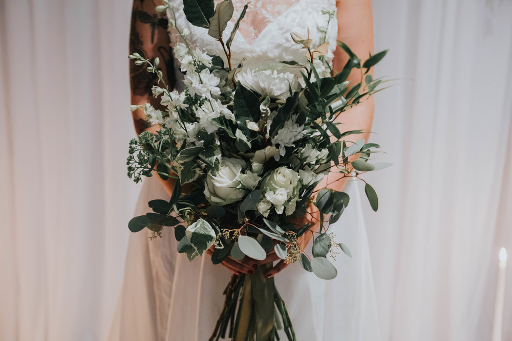 White and green wedding bouquet0.jpg