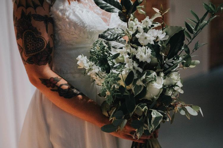 White and green wedding bouquet4.jpg