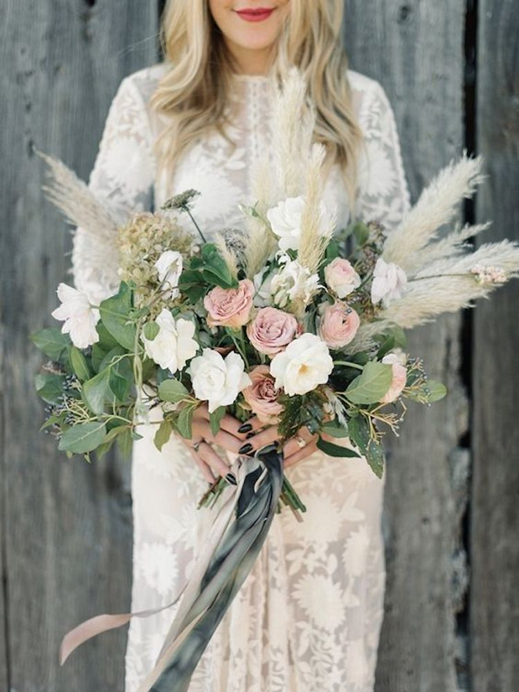 Flowers by   Studio Mondine  , Photography by   Taralynn Lawton   via   Magnolia Rouge