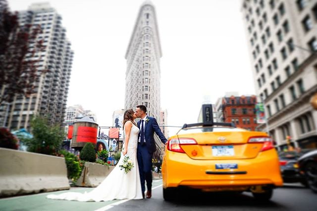 The Flat Iron building is one of the most iconic locations in NYC. Throw in a yellow cab and these two adorable love birds, and you have the perfect shot! Lauren and Daniel making it look easy;) #flatironbuilding #weddingphotographer #wedding #weddingplannernyc #elopement #newyorkelopement #newyork #weddinginspo #elopementplanner #elopementphotographer #newyorkdreamweddings #harleyhall #elopenyc #lighting #newyork #elope #creative #nywedding #harleyhallphotography #love #pix11news #huffpostweddings