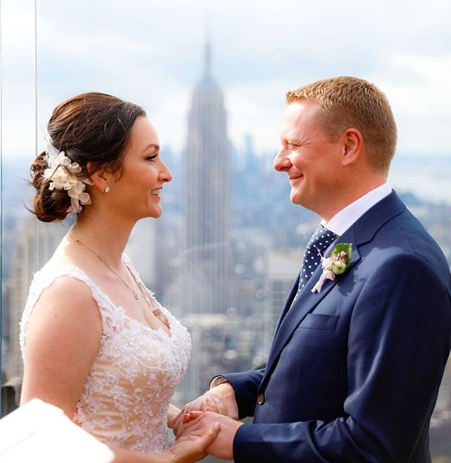 Same shot, change the focus;) #empirestatebuilding #topoftherock #weddingphotographer #wedding #weddingplannernyc #elopement #newyorkelopement #newyork #weddinginspo #elopementplanner #newyorkdreamweddings #harleyhall #elopenyc #weddingphotography #newyork #love #elope #creative #weddings #nywedding #harleyhallphotography #tourists #love #instawedding #weddingportrait