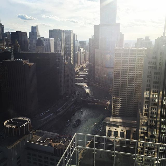 Summer time chi!!! A little love for my city. #chicago #chicagoriver #datviewtho #chitown #streeterville