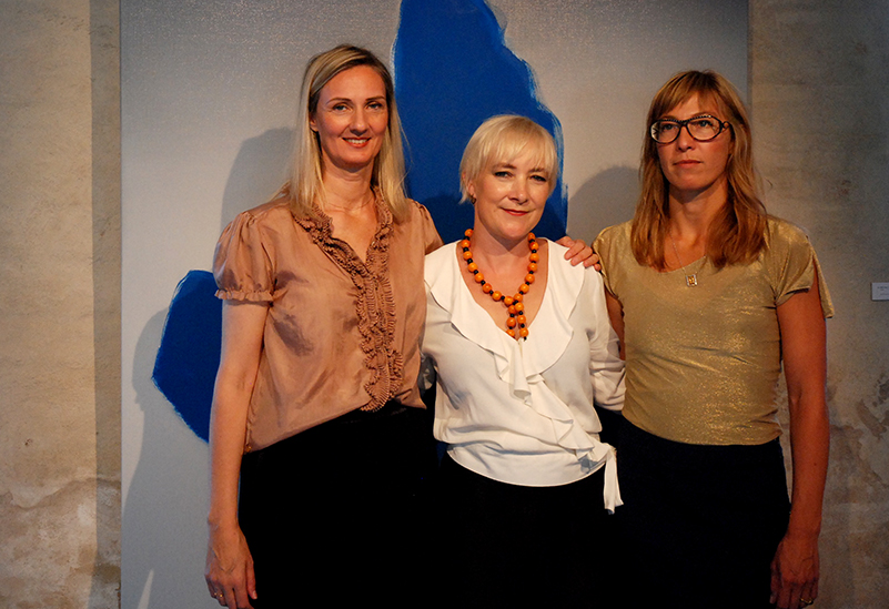 Hansina Iversen millum Karin Elsbudóttir og Julie Sass
