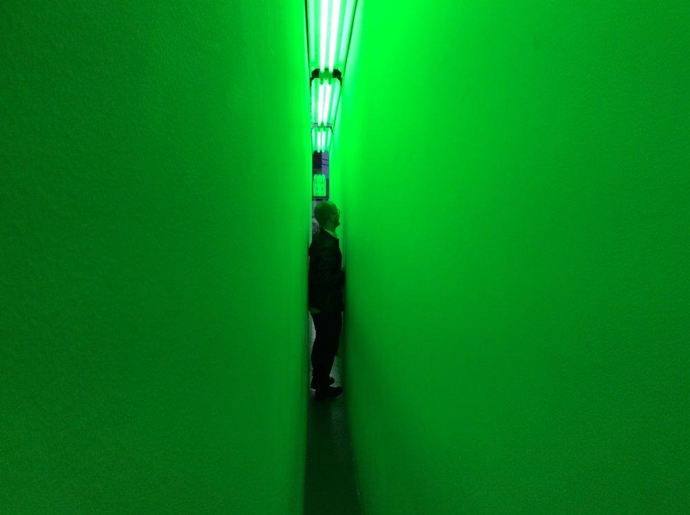 Í grønu gongdini hjá Bruce Nauman