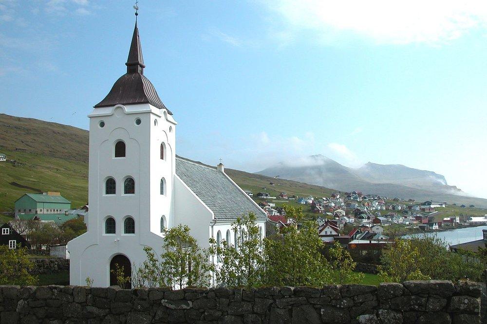 1200px-Miðvágur,_Faroe_Islands_(2).JPG
