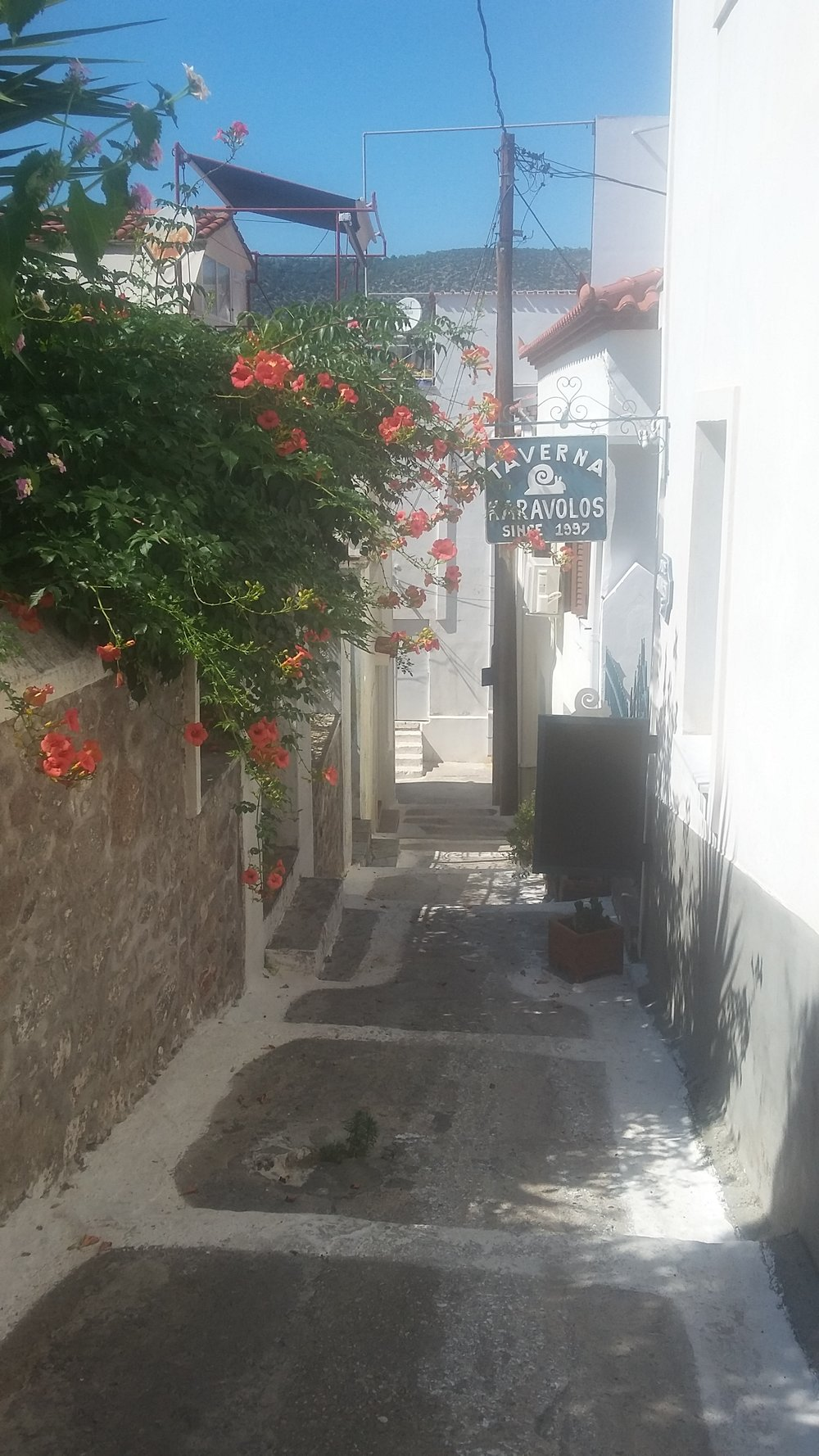 Wandering the little alleys of Poros