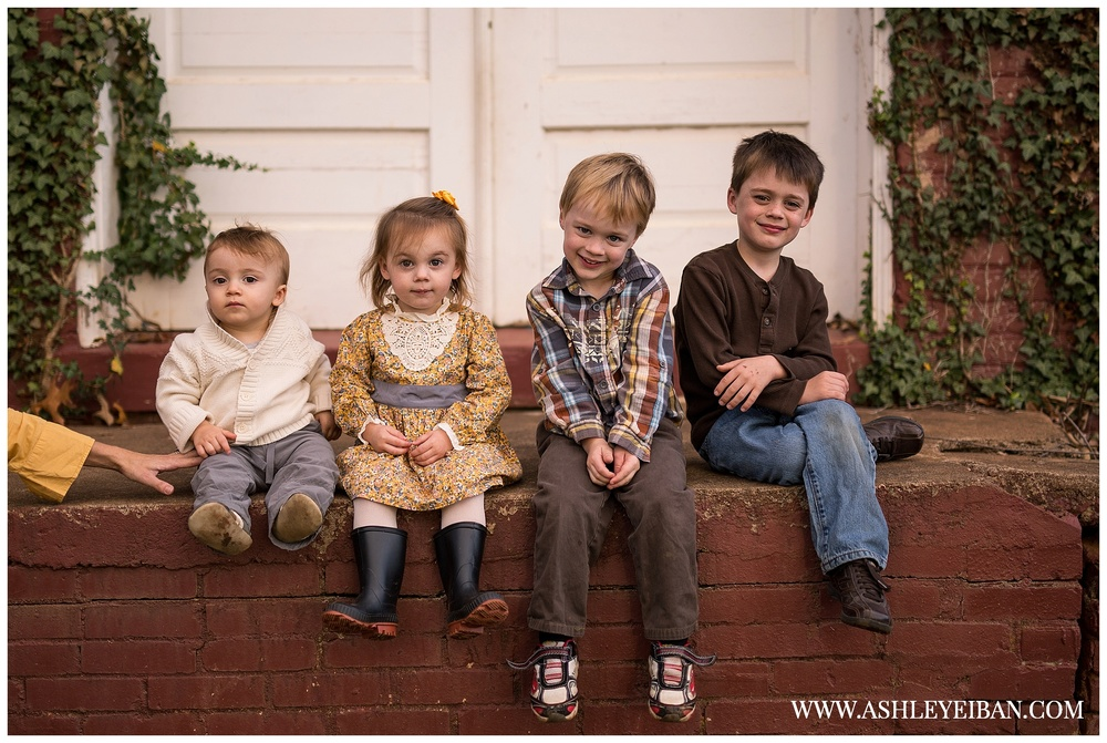 xLynchburg, Virginia Family Photographer || Central Virginia Wedding & Portrait Photographer  || Ashley Eiban Photography || www.ashleyeiban.com