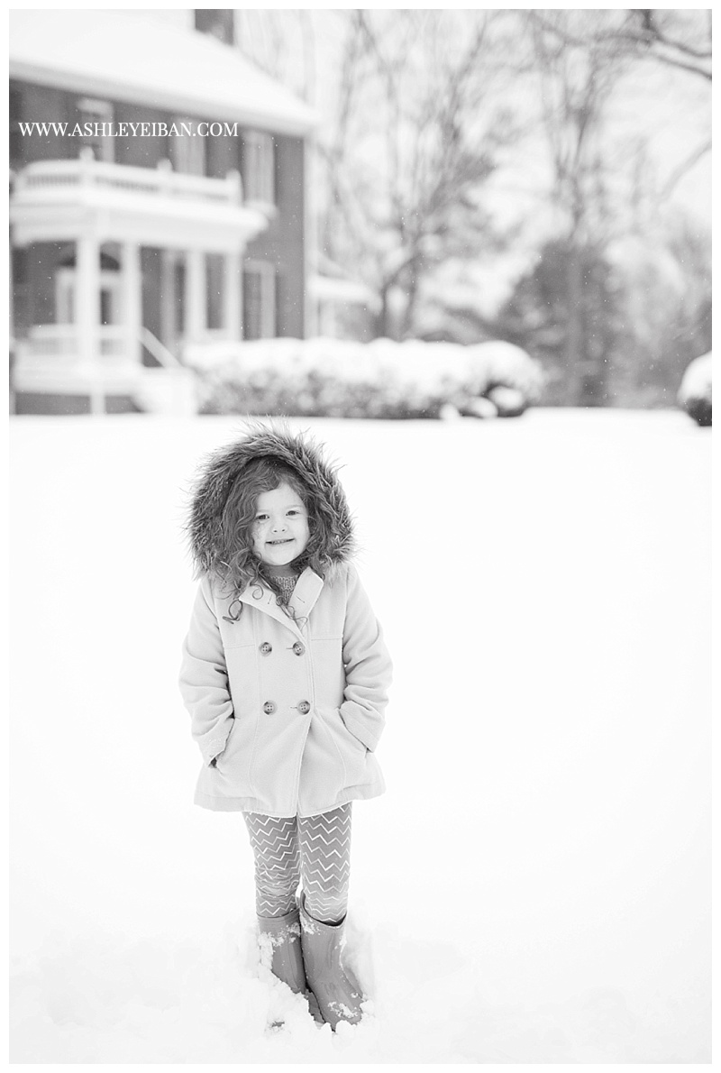 Lynchburg VA Wedding and Portrait Photographer || Family Photos in the Snow || Central VA Photographer || Ashley Eiban Photography || www.ashleyeiban.com