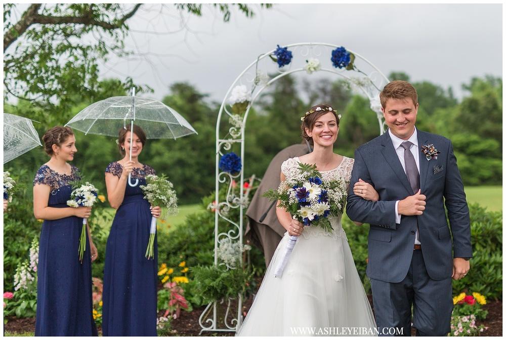 Lynchburg Wedding Photographer || Backyard Virginia Wedding || Ashley Eiban Photography || www.ashleyeiban.com