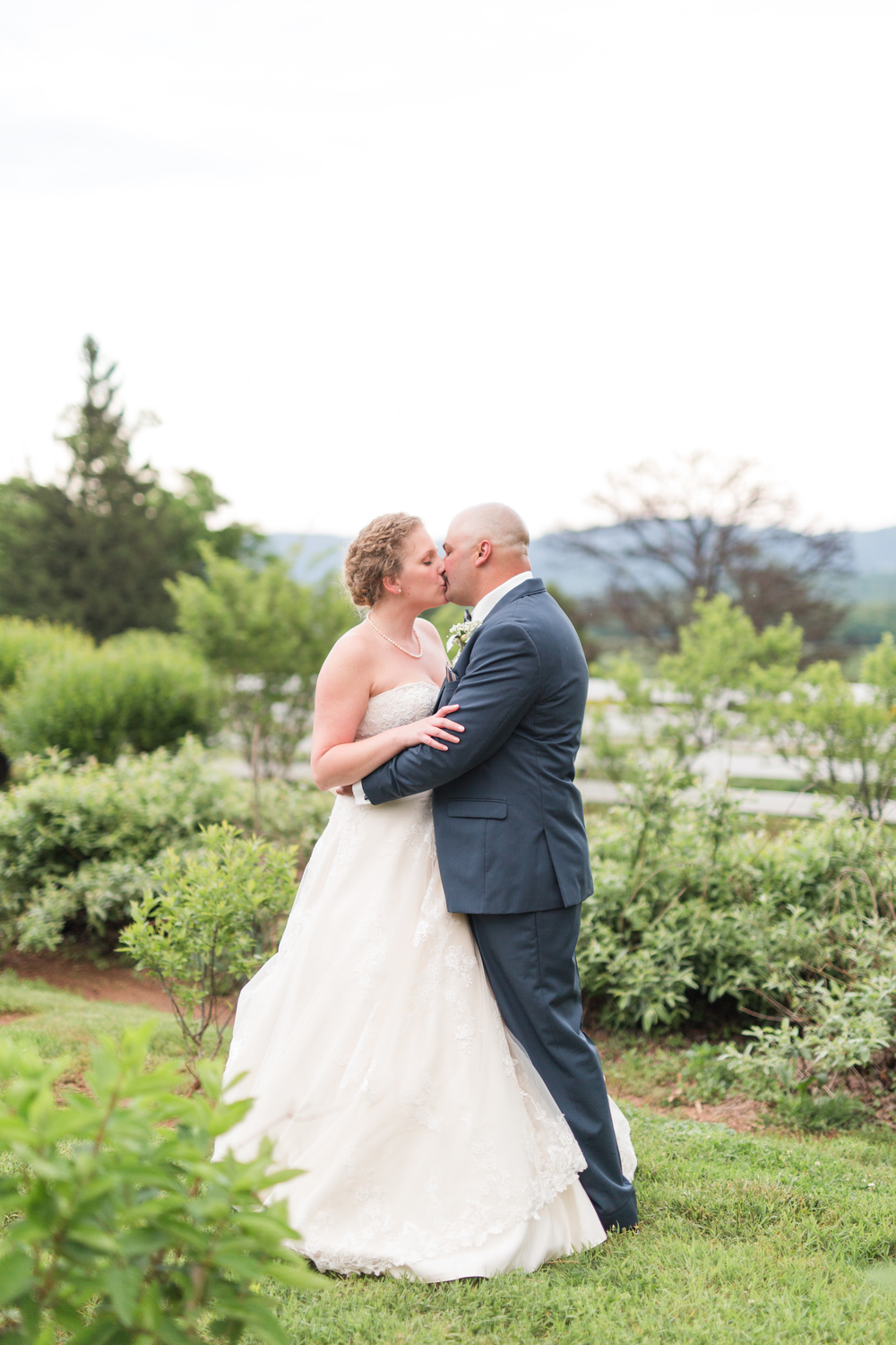 Lynchburg Wedding Photographer || Charlottesville Wedding Photographer || Ashley Eiban Photography || www.ashleyeiban.com