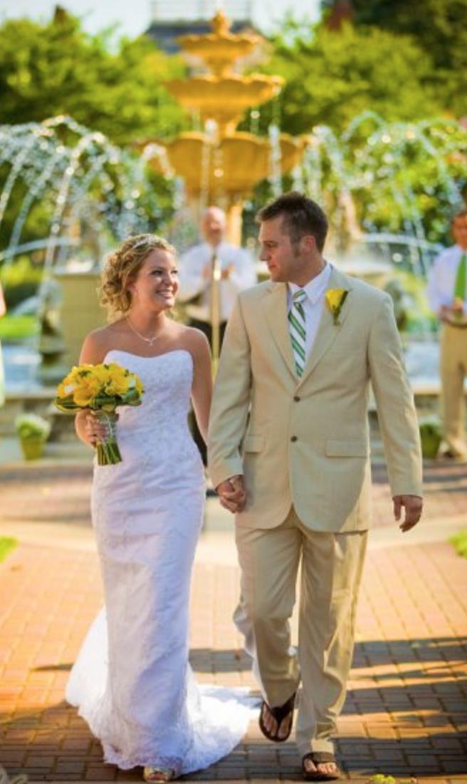 Lynchburg VA Wedding Photographer || Ashley Eiban Photography || www.ashleyeiban.com