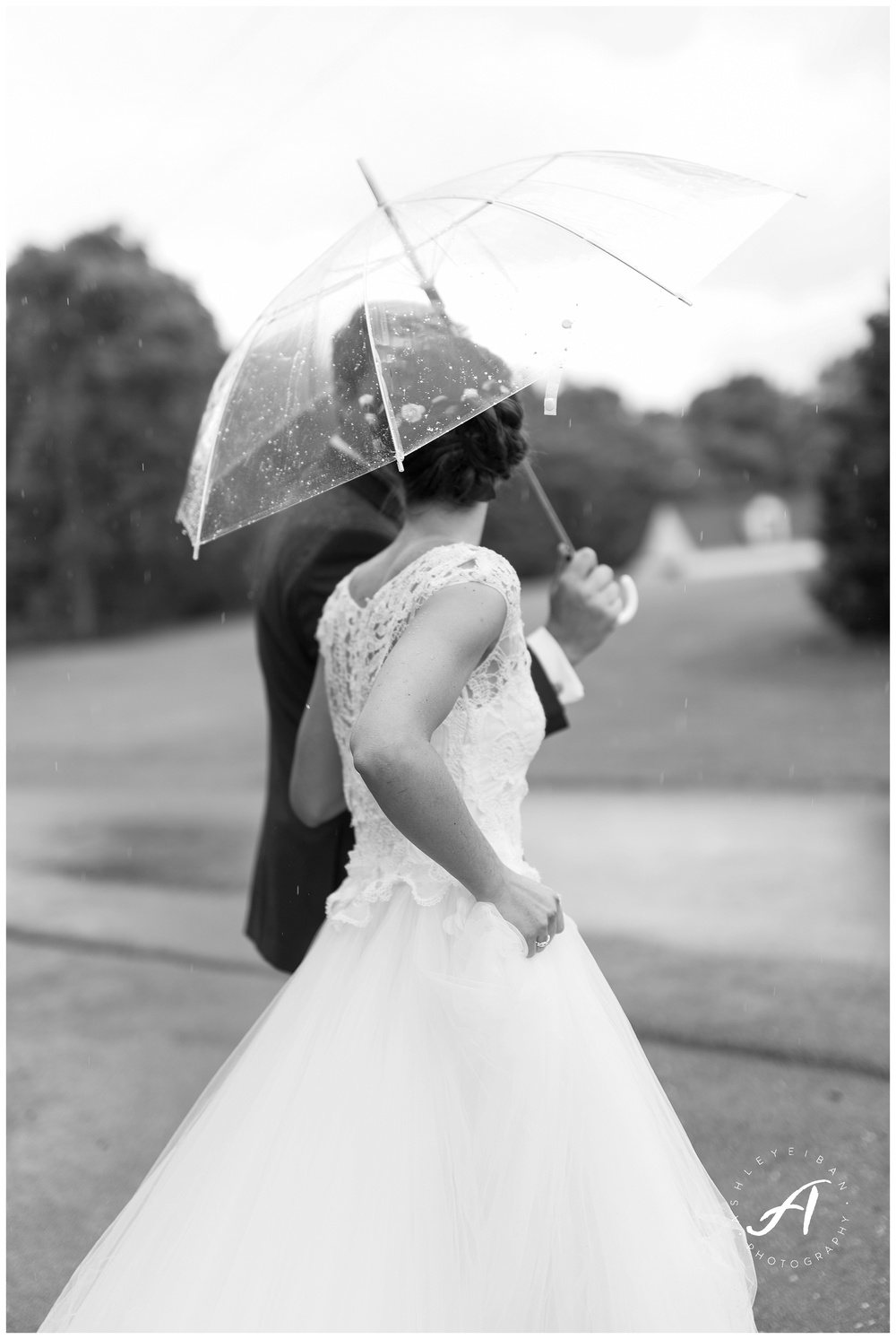 Rain on your wedding day || Lynchburg Virginia Wedding Photographer || Ashley Eiban Photography || www.ashleyeiban.com