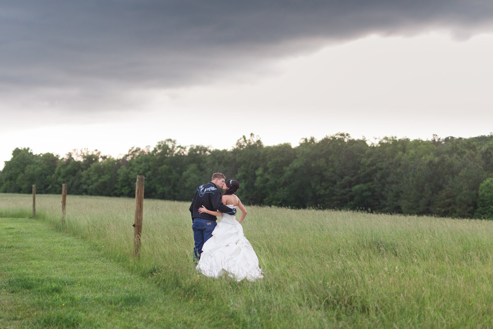 Charlottesville and Lynchburg Wedding Photographer || www.ashleyeiban.com