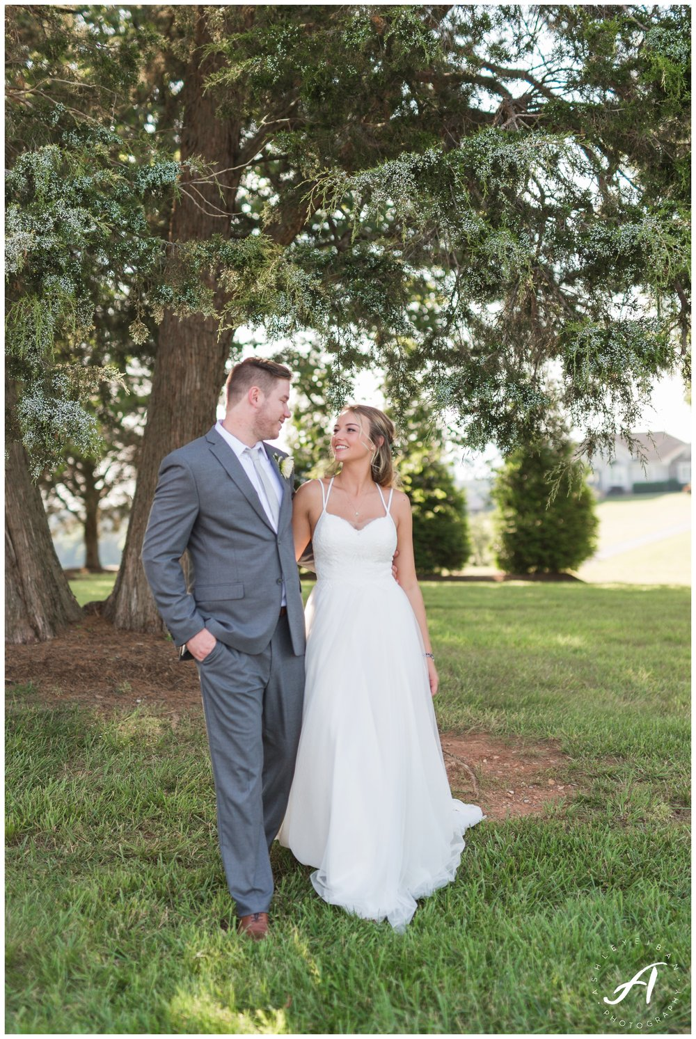Central Virginia, Lynchburg Wedding Photographer || Trivium Estate Wedding in Forest, Virginia || www.ashleyeiban.com