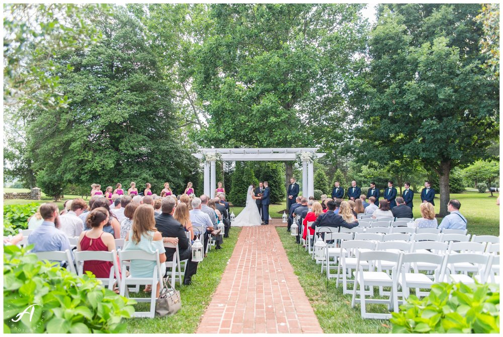 Charlottesville and Lynchburg Wedding Photography at The Trivium Estate || www.ashleyeiban.com