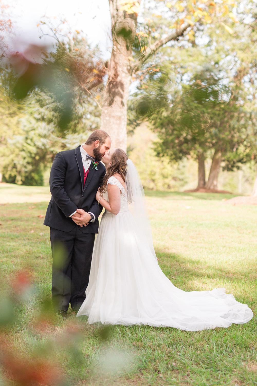 Lynchburg Virginia Wedding Photographer || The Trivium Estate Wedding || www.ashleyeiban.com