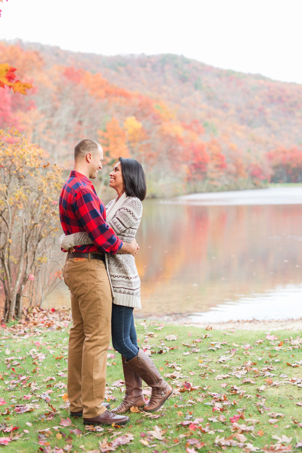 Fall engagement session at lake sherando in central virginia || Lynchburg Wedding and Engagement Photographer || www.ashleyeiban.com