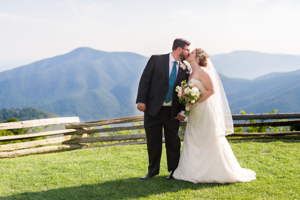 Lynchburg Virginia Wedding Photographer || Central Virginia Wedding Photos || Ashley Eiban Photography || www.ashleyeiban.com || Wintergreen Resort Mountain View Wedding
