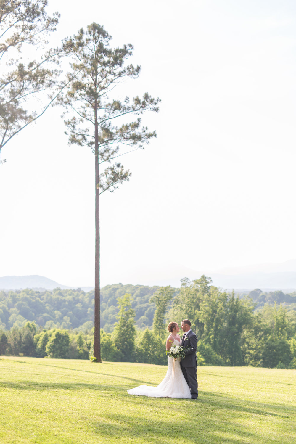 Lynchburg Virginia Wedding Photographer || Central Virginia Wedding Photos || Ashley Eiban Photography || www.ashleyeiban.com || Sierra Vista Mountain View Wedding
