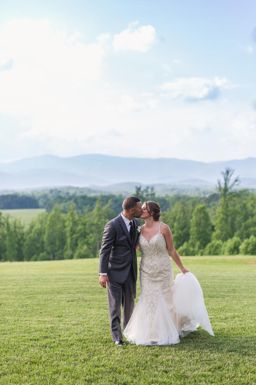 Lynchburg Virginia Wedding Photographer || Central Virginia Wedding Photos || Ashley Eiban Photography || www.ashleyeiban.com || Sierra Vista Mountain View Wedding