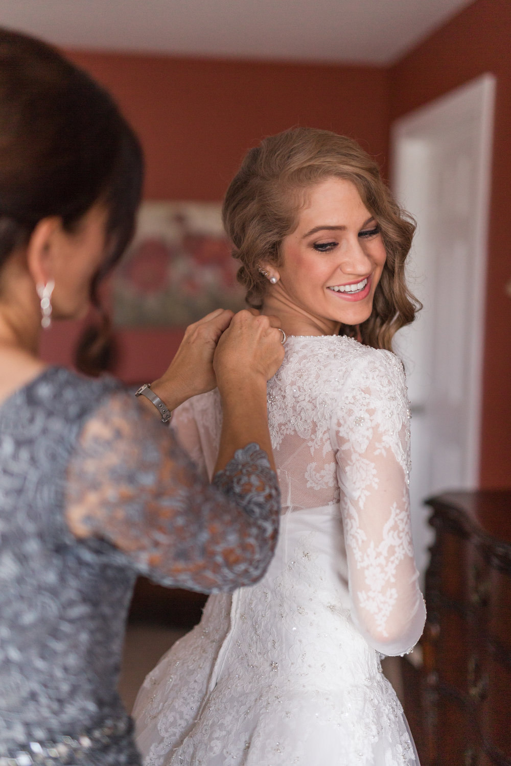 How to have fun at your wedding || Getting Ready Room || Lynchburg, VA Wedding Photographer